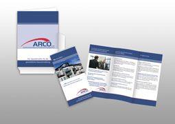 Hier sind die Mappe und der Flyer von Arco zu sehen.