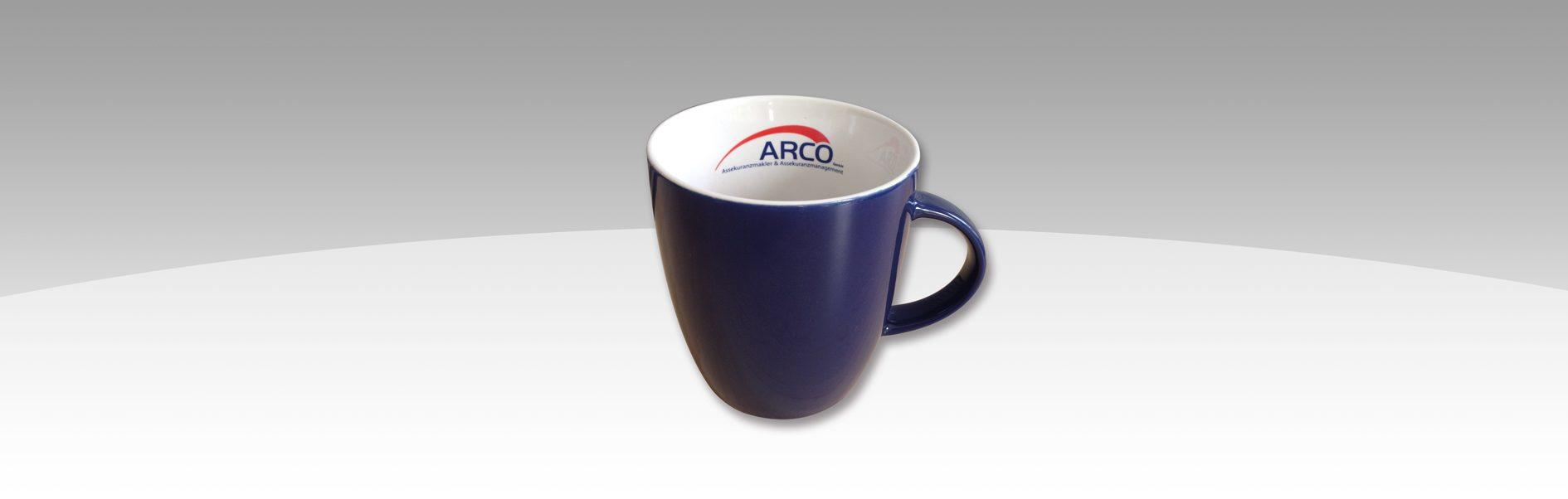 Hier ist die für Arco bedruckte Tasse abgebildet.