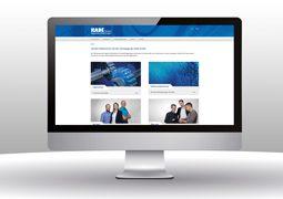 Hier ist die Website der Kade GmbH abgebildet.